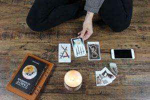 Carte Oracle - La cartomancie avec un Oracle divinatoire - Nathalie Nadeau - Chamane Urbaine - tarot